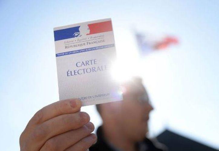 Una parte de los franceses en ultramar y en el extranjero, incluyendo en América Latina y Estados Unidos, comenzaron a votar ayer. (El País)