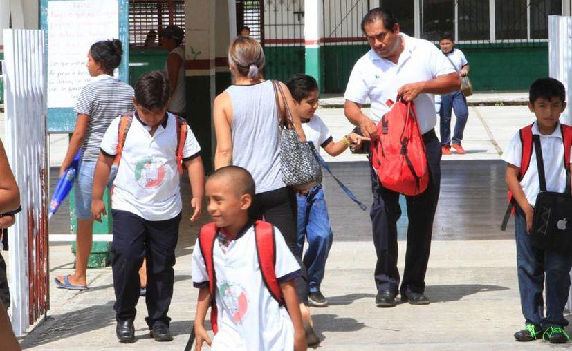 La SNTE exigió a la autoridad educativa estatal cumplir con mayores recursos económicos para el beneficio de los alumnos. (Benjamín Pat/SIPSE)