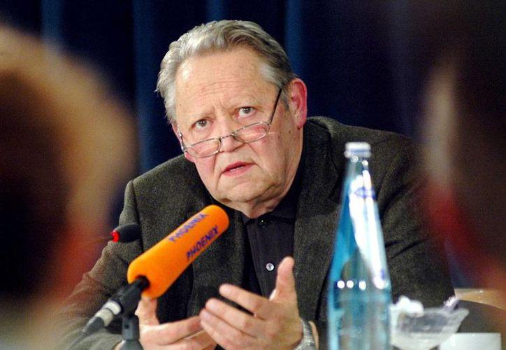Guenter Schabowski, quien anunció la caída del Muro de Berlín, falleció a los 86 años de edad. La imagen es de 2004. (Archivo/AP)