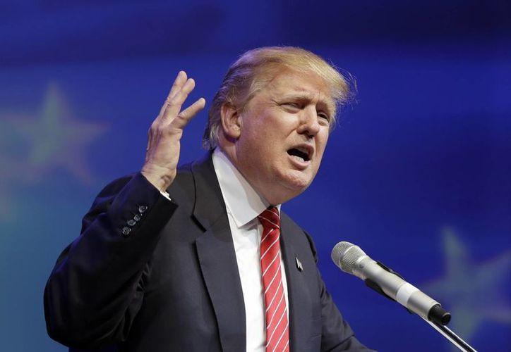 """Donald Trump arremetió contra John McCain luego que el senador lo señalara por """"encender a los locos"""" en el tema migratorio. (Archivo/AP)"""