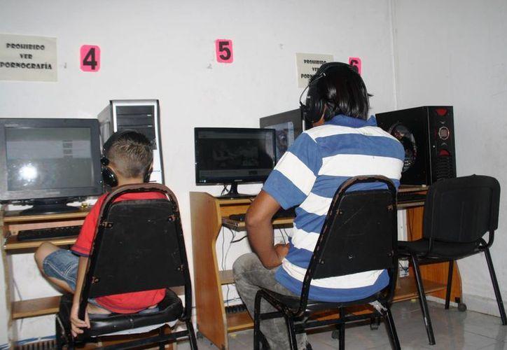 A pesar de que entró en vigor desde 2011 los encargados de los cibercafés no conocen con el reglamento que busca prevenir que los menores de edad accedan a páginas pornográficas.  (Octavio Martínez/SIPSE)