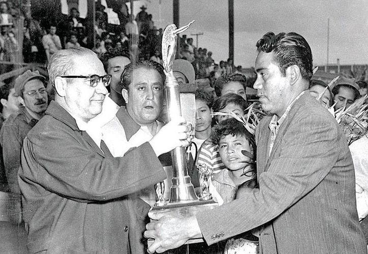 Fray Nano (izq., de lentes) fue un personaje fundamental en la formación de la Liga Mexicana de Beisbol. Este domingo se cumplieron 90 años del primer partido de la liga. (excelsior.com.mx)