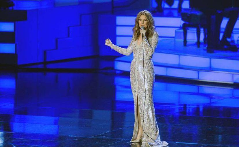 Céline Dion regresó a los escenarios, tras dos años de ausencia. La imagen corresponde a un concierto que ofreció en Las Vegas, Nevada, EU. (AP)