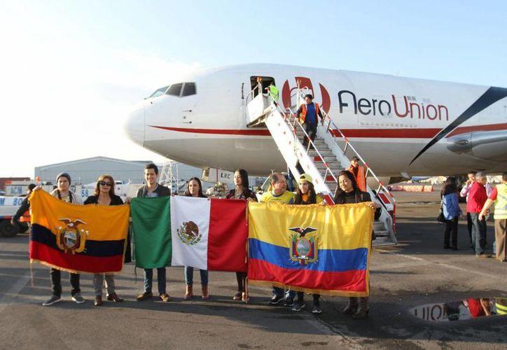 Este domingo un avión de carga partió con rumbo a Ecuador, con 40 toneladas de ayuda humanitaria, donadas por la ciudadanía mexicana. (Notimex)
