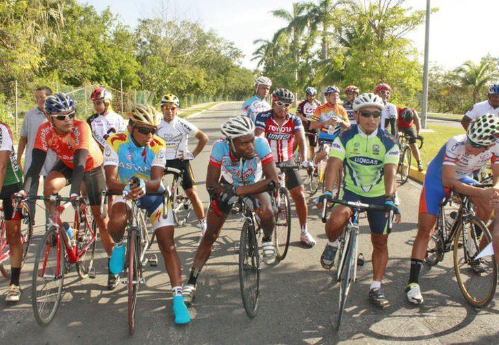La agrupación MTB reúne a más de 100 ciclistas. (Jesús Tijerina/SIPSE)