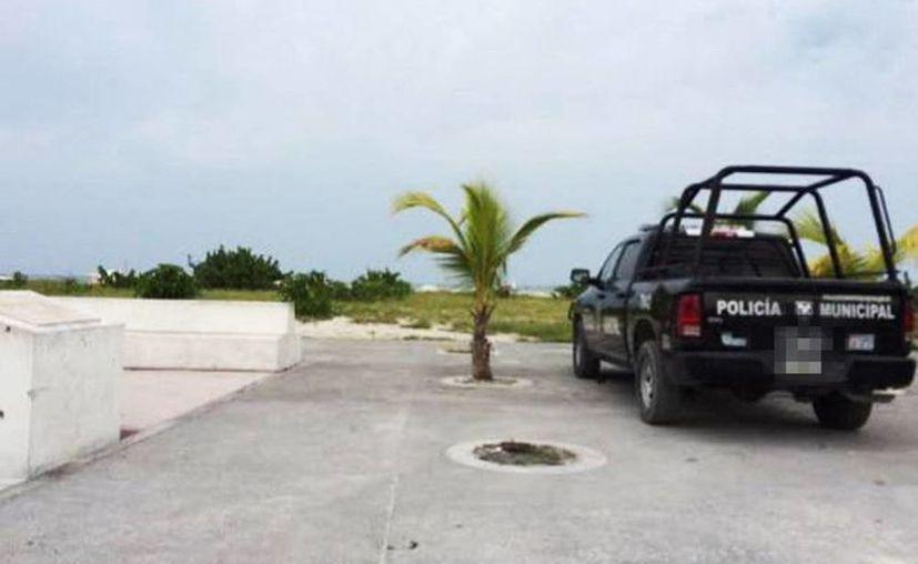 Al parecer el video sexual se realizó en uno de los senderos que van a la playa entre Chelem y Chuburná. (Foto de contexto/SIPSE)