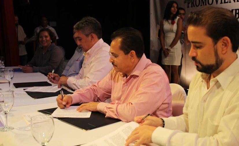 La CROC y la Secretaría del Trabajo y Previsión Social firmaron un convenio para fomentar mejores condiciones laborales en las empresas afiliadas dicha confederación. (Juan Cano/SIPSE)
