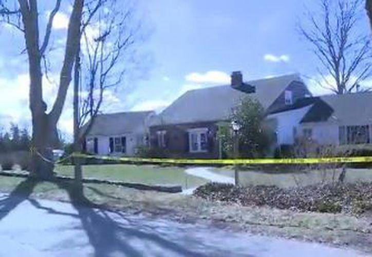 Un vecino encontró a las mellizas por la mañana en las afueras de casa de una de ellas, pero fallecieron en el hospital. (FoxNews)