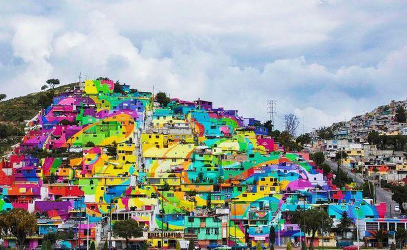 El grupo artístico Germen Crew y los vecinos del barrio tardaron meses en crear el mayor mural del país. Pintaron las casas de la colonia con los colores del arcoíris.  (Facebook.com/Germen Nuevo Muralismo Mexicano)