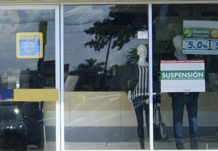 Las empresas no pueden tapar los sellos de suspensión o retirar porque los consumidores pueden demandar y en su caso duplicarse la sanción. (Harold Alcocer/SIPSE)