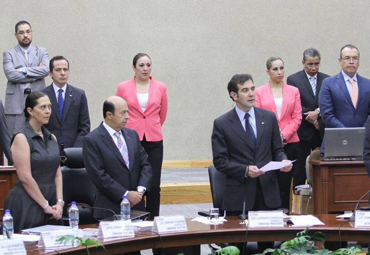 El Instituto Nacional Electoral tiene en su nómina a 12 edecanes cuyos salarios le cuestan al erario 2.5 millones de pesos anuales. (Archivo/Notimex)