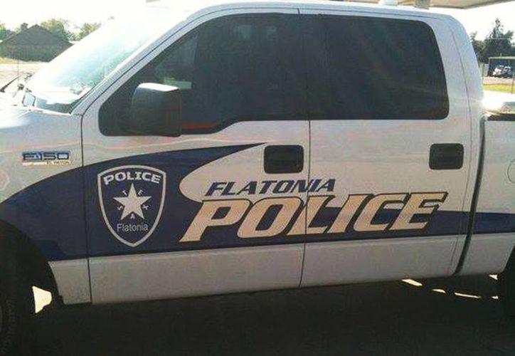 La Policía de Flatonia ayudó a arrestar a la docena de individuos que intentaron huir. (Facebook)