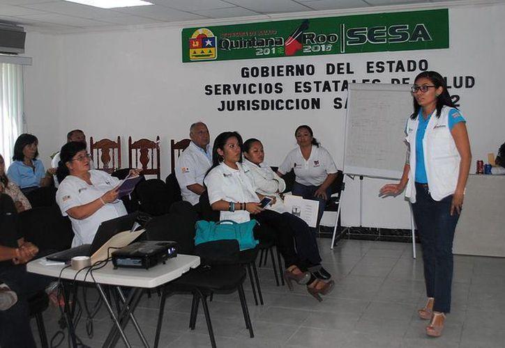 Al curso asistieron enfermeras, médicos y promotores de salud. (Redacción/SIPSE)