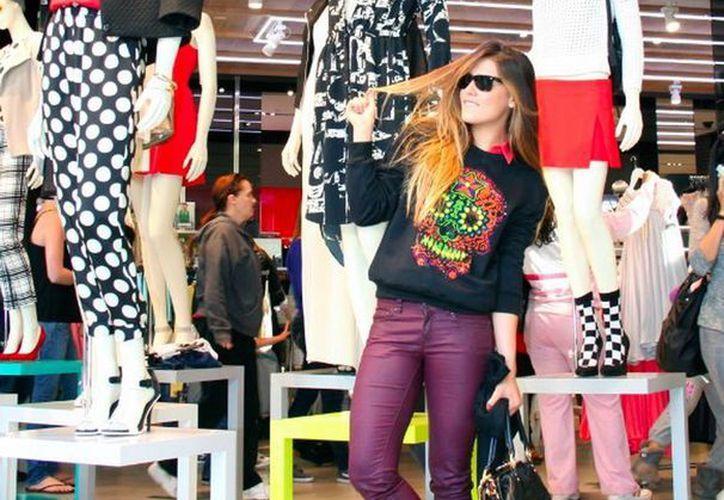 Michelle Salas está al tope en el mundo de la moda. (blog.mx.hola.com/michellesalas)