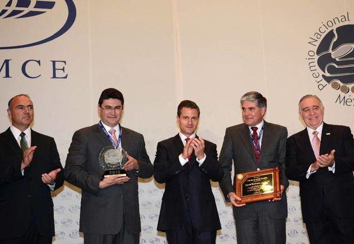 El presidente Enrique Peña Nieto durante la entrega del Premio Nacional de Exportación. (presidencia.gob.mx)