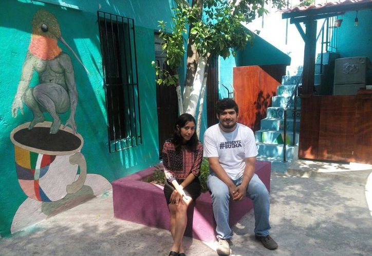 Katía Rejón y Elías Hernández, dos de los jóvenes escritores que se presentarán junto a Plastic Dungeons en el Centro Cultural Colibrí, el próximo viernes. (SIPSE.com)