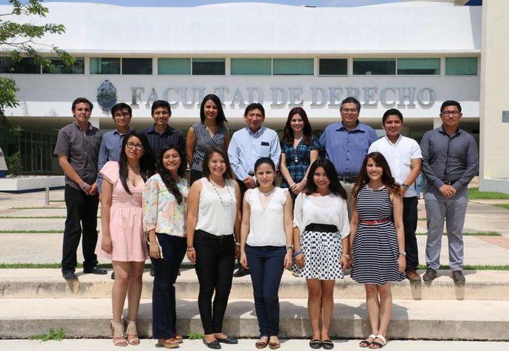 Varios grupos de estudiantes de la Facultad de Derecho de la Uady viajarán fuera de Yucatán para competir en dos eventos nacionales y uno internacional. (Foto: Milenio Novedades)