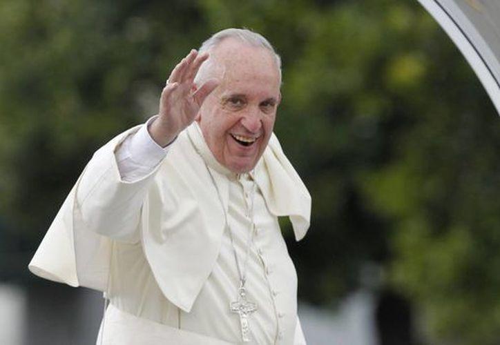 El Papa Francisco saluda a los cubanos desde su papamóvil en La Habana, Cuba. (EFE)