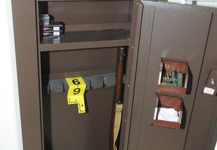 Esta imagen, proporcionada por la Policía Estatal de Connecticut muestra el interior de un <i>locker</i> que pertenecía a Adam Lanza, el asesino de Connecticut. (Agencias)