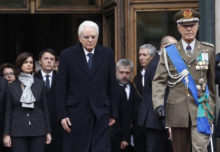 Sergio Mattarella (izq) durante la ceremonia de su toma de posesión como presidente electo de Italia, este 3 de febrero en Roma. (Foto: AP)