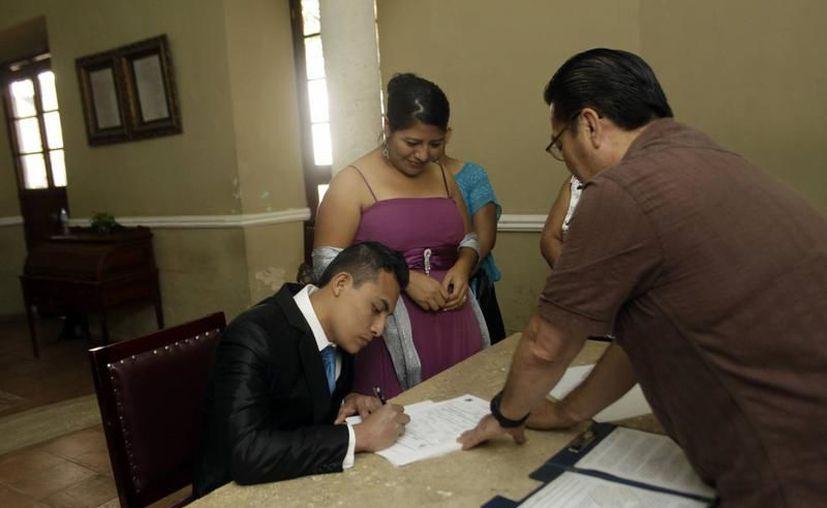 Para realizar la solicitud de la Ayuda de Gastos de Matrimonio el interesado debe presentarse al área de Prestaciones Económicas de su UMF. (Milenio Novedades)