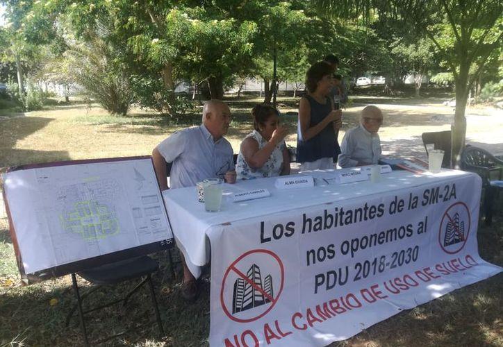 Los vecinos convocaron una reunión en el parque de la Sm 2A. (Verónica Fajardo/SIPSE)