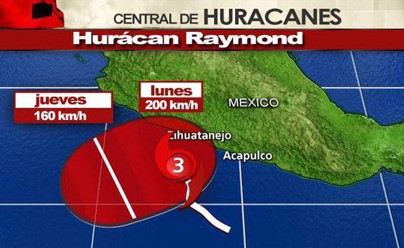 Los frentes fríos 7 y 8 evitan el avance del huracán rumbo a tierra mexicana, aunque interactúan y provocan lluvias. (weather.com)