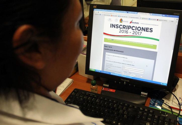 En agosto de este año recibirán un correo electrónico con la cédula de registro, la cual se debe imprimir y entregar al director de la escuela. (Luis Soto/SIPSE)