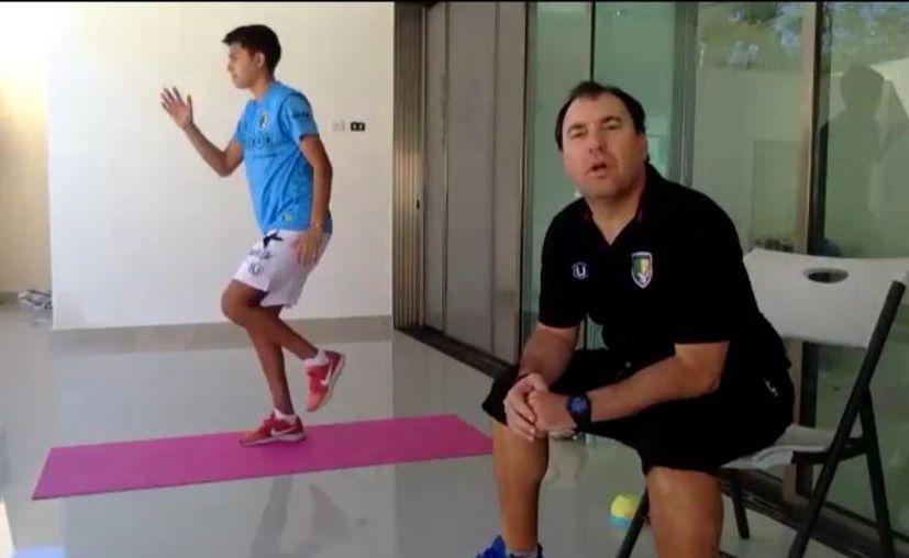 Todos los días los futbolistas son guiados por el preparador físico para mantenerse en forma. (Venados FC)