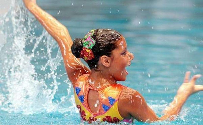 Nadadoras de sincronizado por su pase la Olimpiada Nacional. (Milenio Novedades)