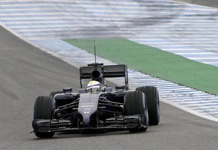 El piloto brasileño Felipe Massa, quien fue el mejor durante el ensayo en Jerez, a bordo del monoplaza FW36 de la escudería Williams. (EFE)
