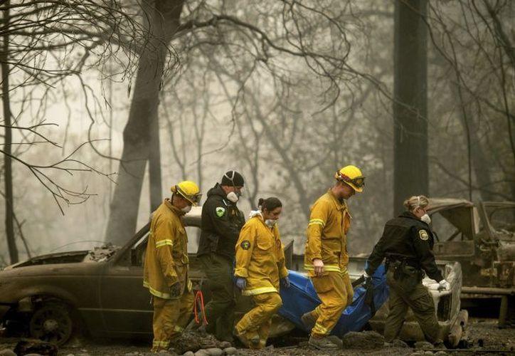 Se han reportado 130 personas desaparecidas en los incendios. (El Debate)