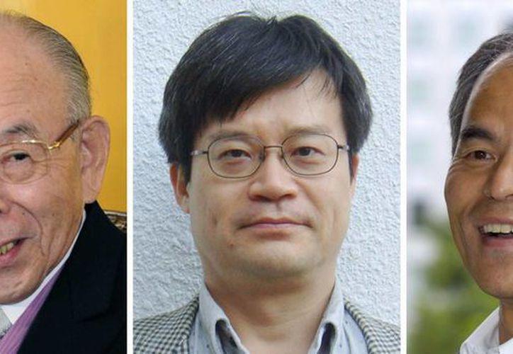 Desde la izquierda: Isamu Akasaki, de 85 años;  Hiroshi Amano, de 54, y Shuji Nakamura, de 60, ganadores del Premio Nobel de Física. (Foto: AP)