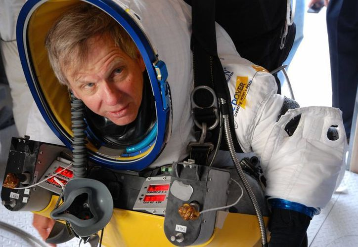 Foto proporcionada por la Corporación de Desarrollo Espacial Paragon, que muestra al ejecutivo de Google, Alan Eustace, durante un vuelo de prueba. (Agencias)