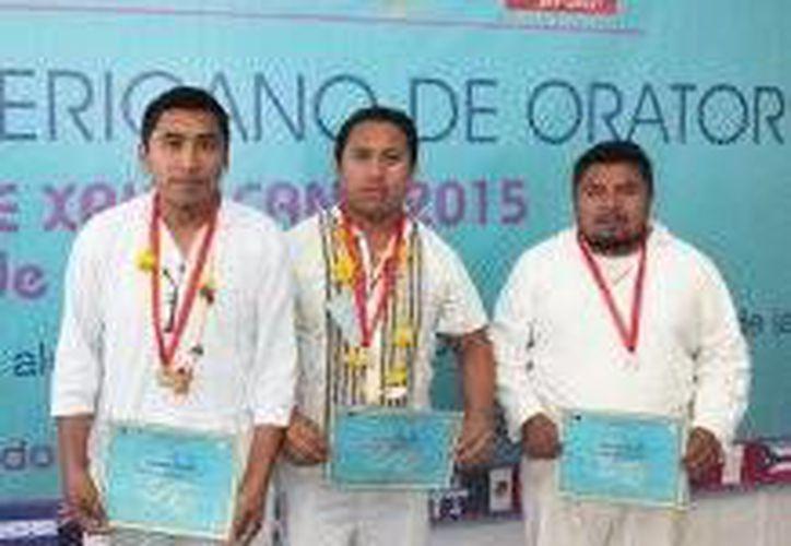 Dos de los tres ganadores del concurso de oratoria internacional son de Quintana Roo. (Cortesía)