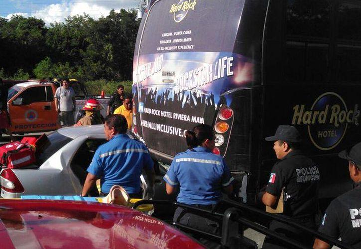 Las víctimas atrapadas en el vehículo aún se encuentran con vida. (Irelis Leal/ SIPSE)