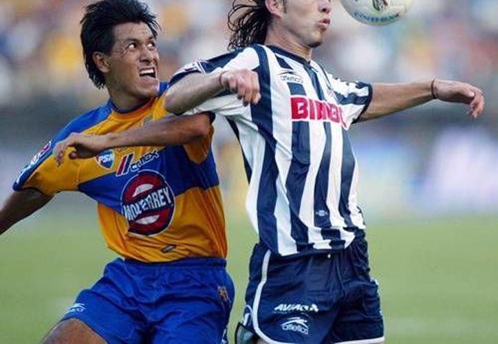 En la foto, Antonio de Nigris, en su paso con el equipo de rayados de Monterrey.(Archivo Notimex)