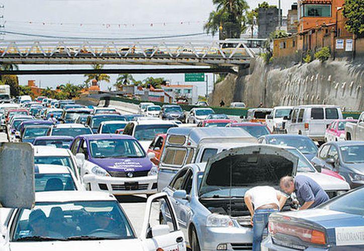 La dependencia llamó a los conductores a tomar vías alternas para dirigirse al sur de Morelos y a otras entidades, como Guerrero y Oaxaca. (Milenio)