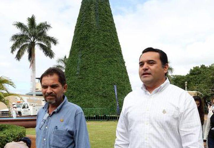 El alcalde de Mérida, Renán Barrera Concha, encabezará la ceremonia del encendido del árbol de Navidad en Juan Pablo II. (Milenio Novedades)