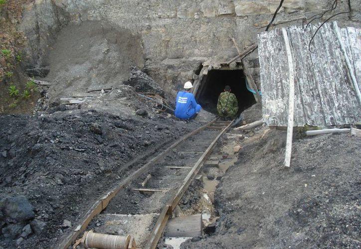 Los mineros se encuentran a una profundidad de unos 20 metros. (radiosantafe.com)