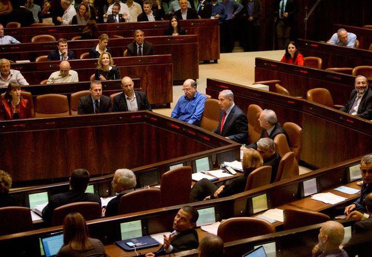 Vista general del Knesset, Parlamento de Israel, cuya gestión puede ser una de las más cortas de la historia: este miércoles, los diputados aprobaron la disolución del legislativo. (AP)