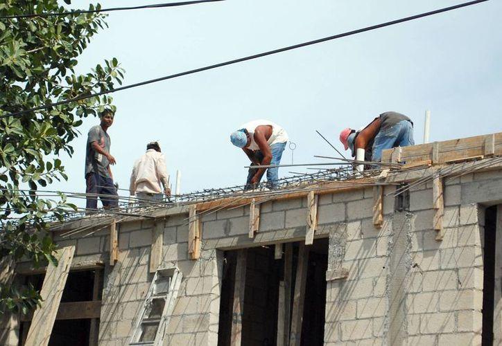 Afecta a los obreros la evasión de las empresas constructoras. (Tomás Álvarez/SIPSE)