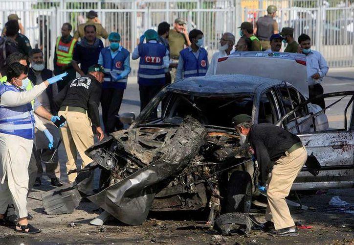 El suicida portaba entre 10 y 12 kilogramos de explosivos. (AP).