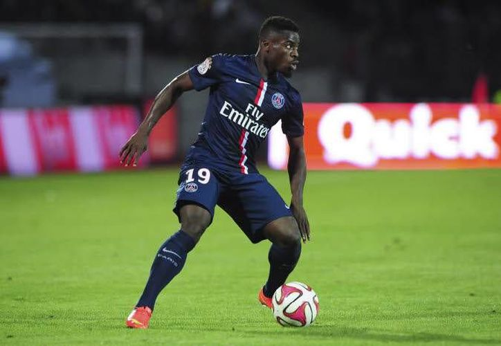Serge Aurier cometió un penal, pero se reivindicó y anotó para que PSG ganara 3-1 al Ajaccio y calificara a cuartos de final en la Copa de la Liga de Francia. (spacefoot.com/Foto de archivo)