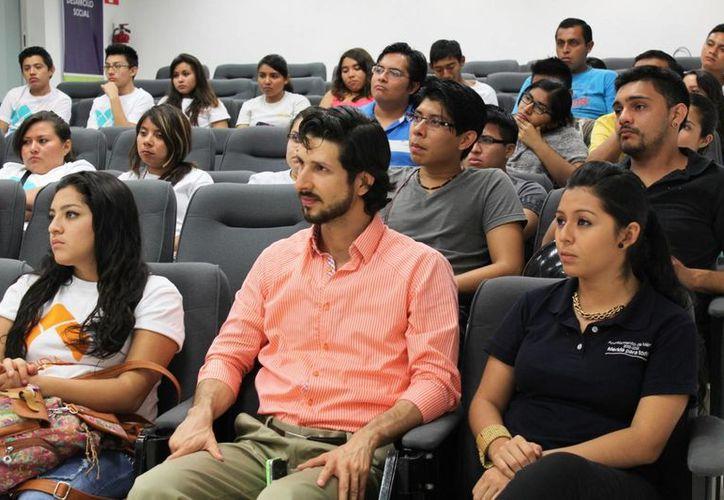 """El programa """"Educación Financiera para Todos"""" tiene como objetivo  desarrollar habilidades y competencias en materia de finanzas entre los estudiantes director del Instituto Municipal de la Juventud, Antonio González Blanco. (SIPSE)"""