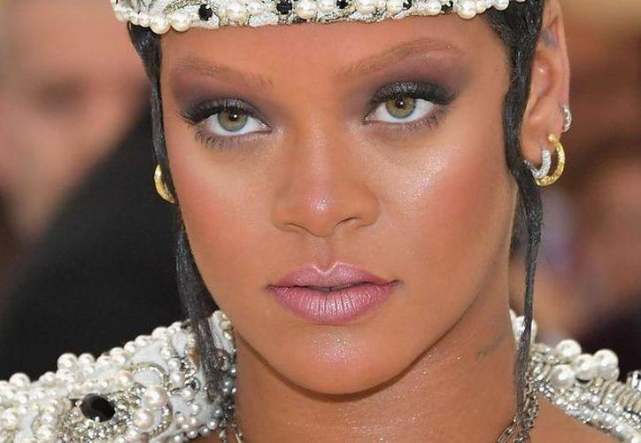 Críticos de moda consideraron que Rihanna fue una de las 'mejor' vestidas de la noche. (AP)