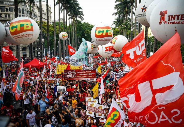 Las protestas contra las medidas económicas del presidente Michel Temer se registraron en unos 15 estados brasileños. (EFE)