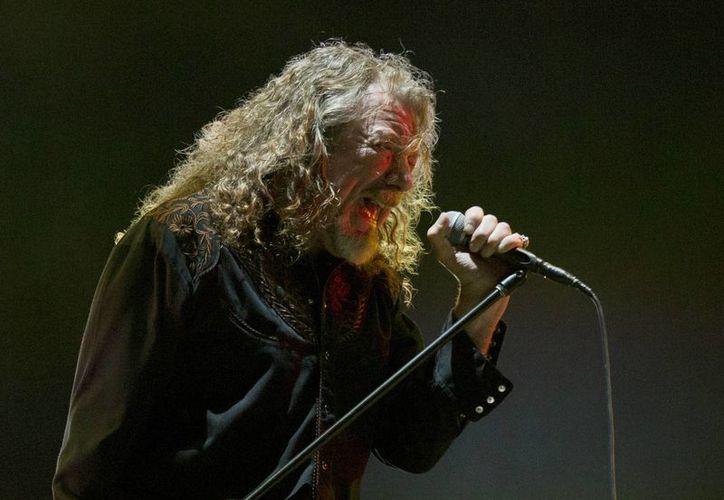 El cantante Robert Plant durante su participación en la 16ª edición del festival de música Vive Latino en la Ciudad de México. (AP)