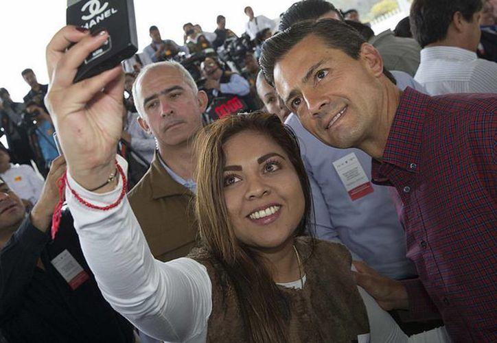 Una 'selfie' con el Presidente durante la inauguración del Hospital General de Tulancingo, en el estado de Hidalgo. (Presidencia)