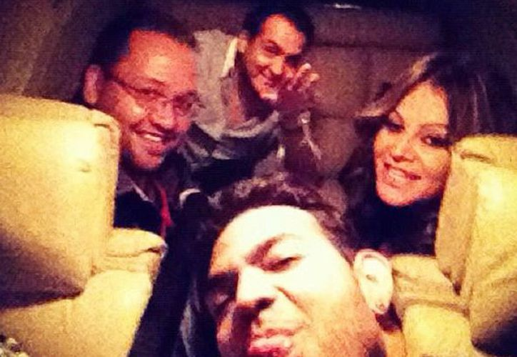 Última foto de Jenny Rivera junto con su estilista, su publicista y su maquillista antes del accidente. (twitter)